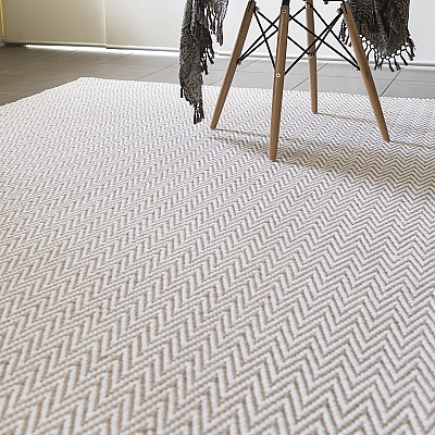 "Jute Flatweave ""Chevron"" Rug in White"