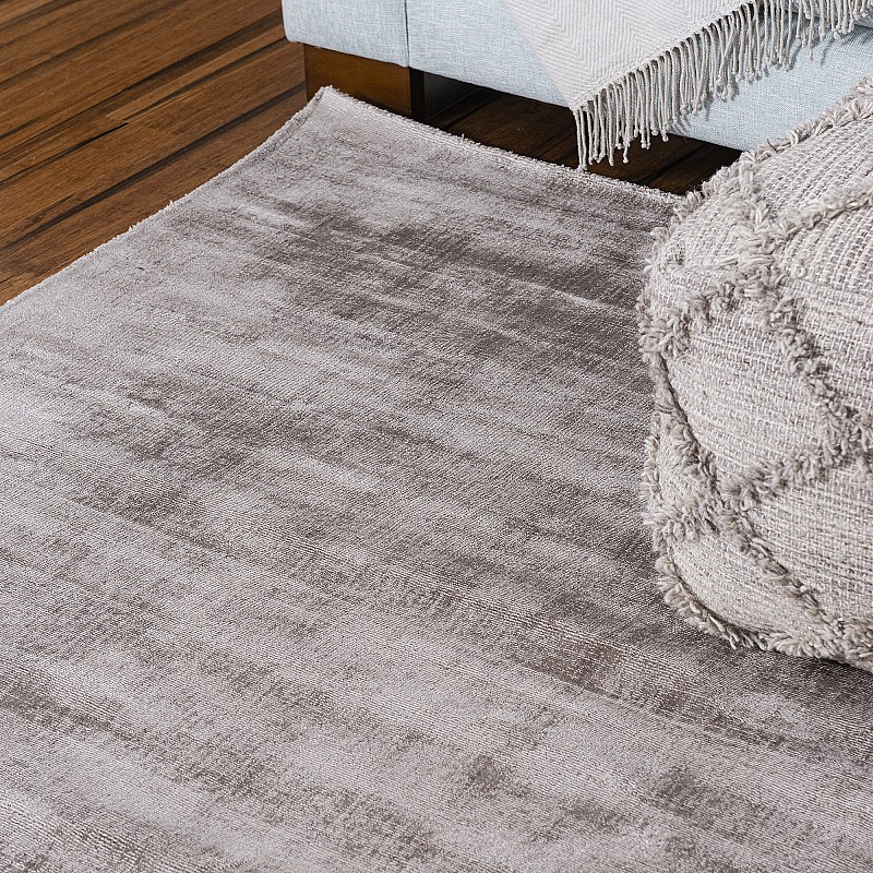 """Hand Made Viscose Rug """"Oulu"""" in Fawn"""