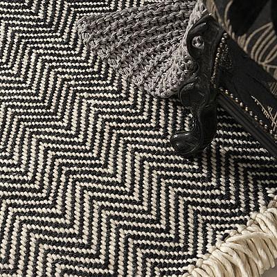 """Handwoven Flatweave Wool Rug """"Munich"""" in Black"""